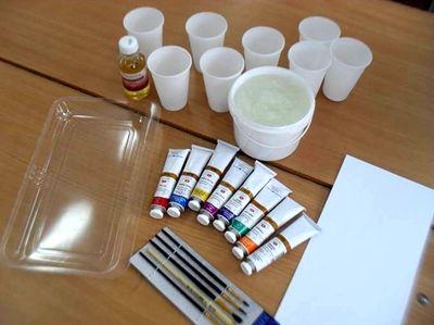 Вода, клейстер, краски, растворитель, кисти, емкость для воды и бумага для Эбру