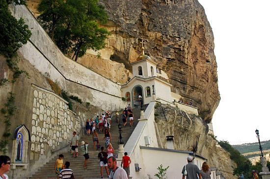 Церковь на Чуфут-Кале - обитель монахов