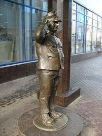 памятник персонажу 11