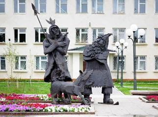 памятник персонажу 12