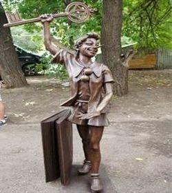 памятник персонажу 3