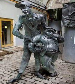 памятник персонажу 7