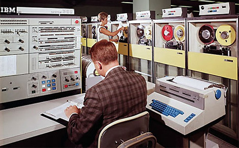 Компьютер IBM 360 в работе