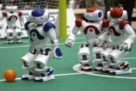 робот футболист