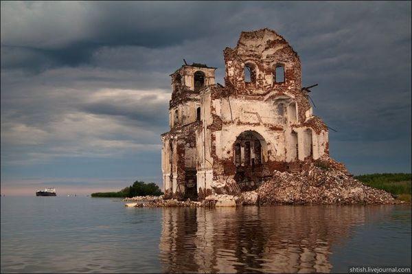 Молога - затопленный город