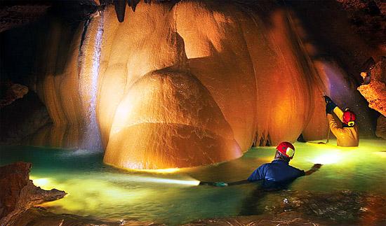 озеро в Красных пещерах
