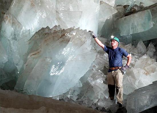 Кристаллы в пещере