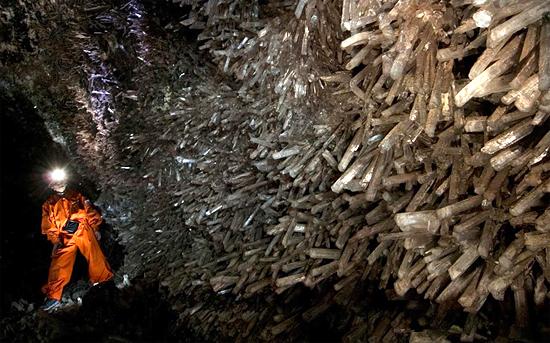 Кристаллы в пещере мечей