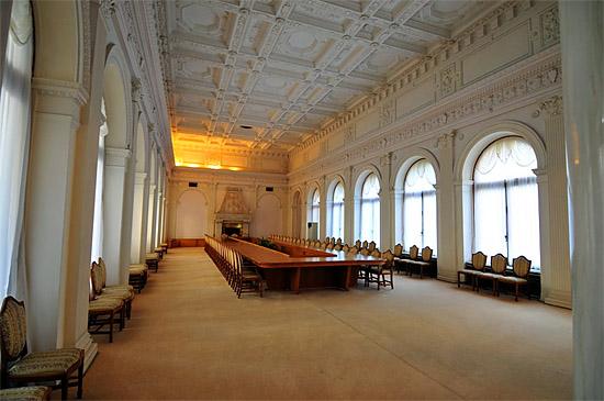 Белый зал дворца