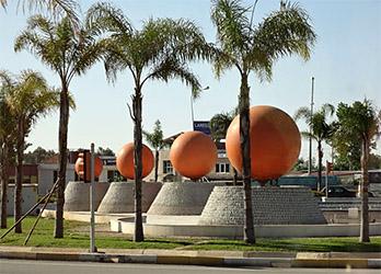 Памятник апельсину в Турции