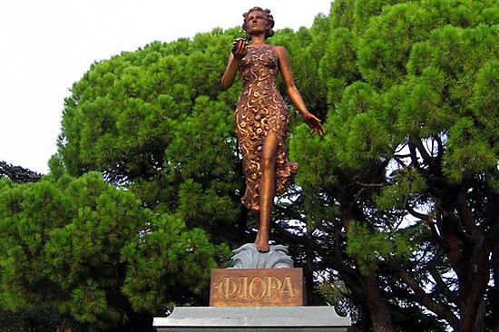 Греческая богиня Флора из бронзы
