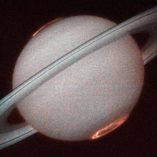 Кольцевые полярные сияния на Сатурне