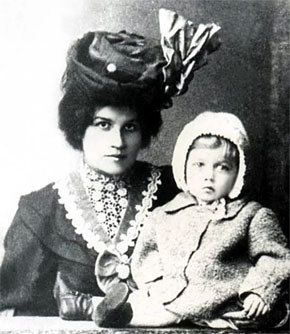 Жена Луки Анна с ребенком