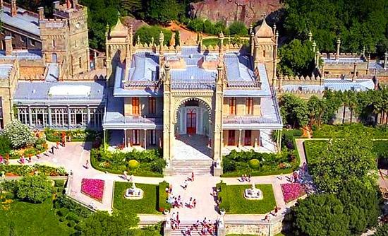 Здание дворца сверху